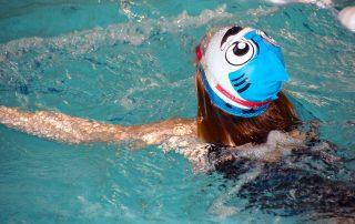 Ako naučiť dieťa plávať: Akými technikami začať
