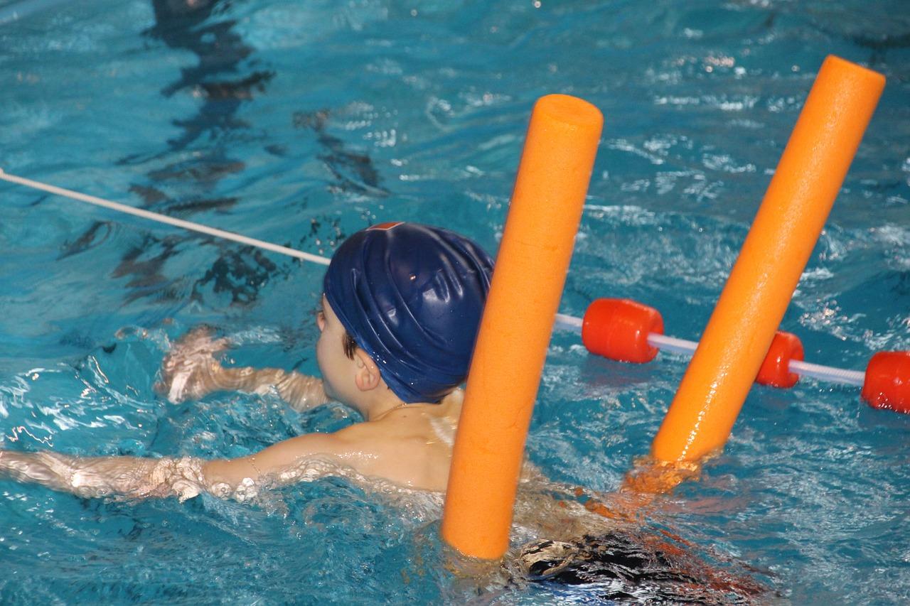 Ako naučiť dieťa plávať: Tipy od skúseného trénera