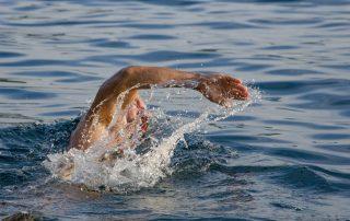 Vypracujte si svaly pravidelným plávaním