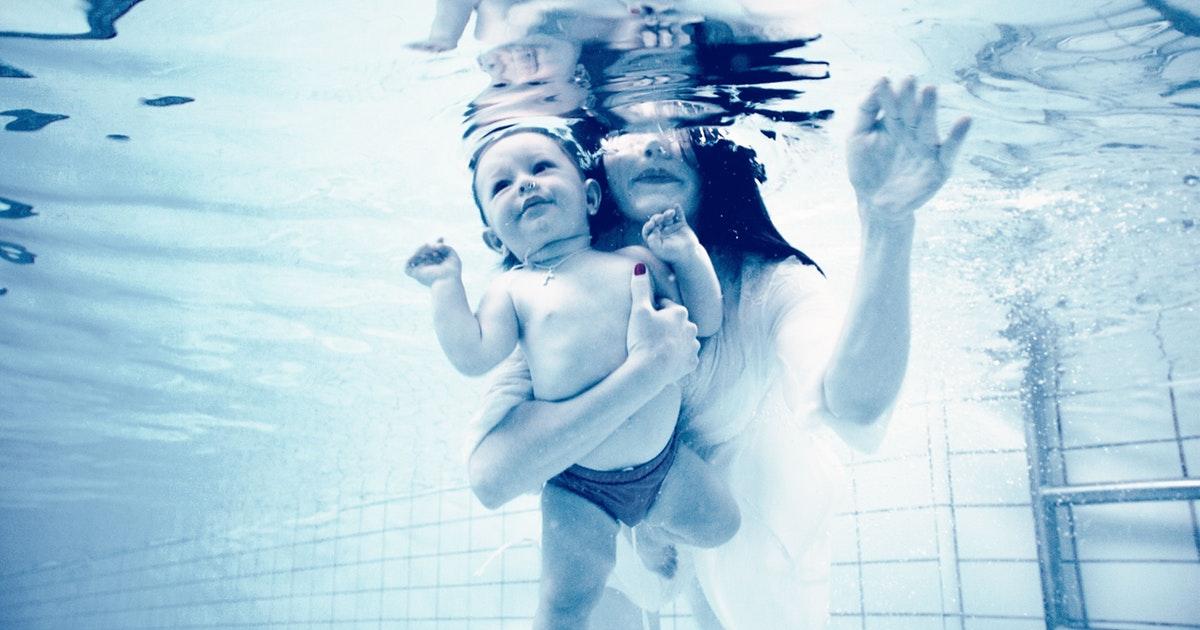 Plávanie v tehotenstve: Výhody, rady, riziká